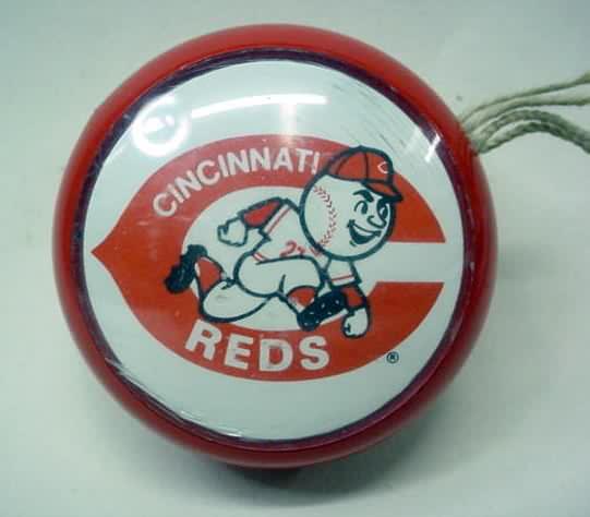 regulation size yoyo plastic with clear plastic side inserts wred and white cincinnati redlegs baseball team logo